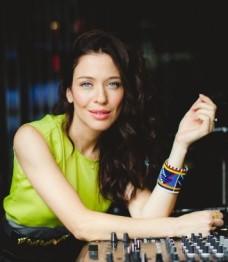 Abeille-Gélinas-DJ-crédit-Émilie-Iggiotti-620x412